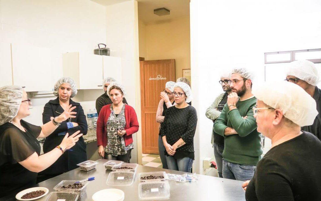 Con Monica Meschini, apriamo a tutti il nostro laboratorio di Cioccolato bean-to-bar